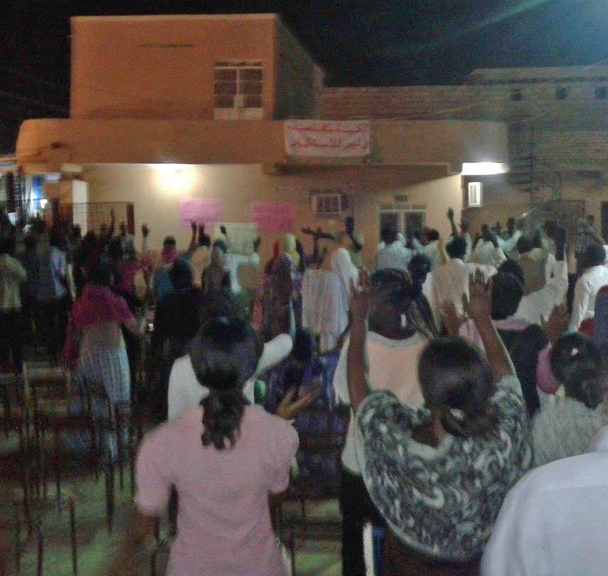 Members-of-Khartoum-Bahri-Evangelical-Church-watch-pray-and-worship-at-disputed-property.-Morning-Star-News