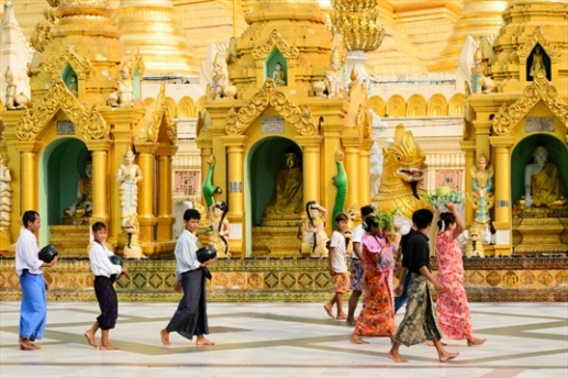 The_Schwedagonpagode_is_the_largest_temple_of_Myanmar._This_buddhist_temple_is_situated_in_the_capital_Yangon.1